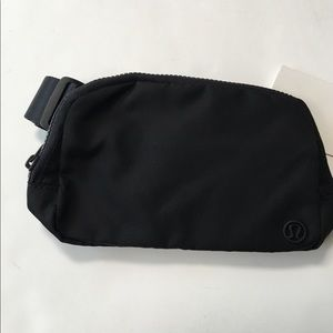 New lululemon everywhere belt bag black nylon
